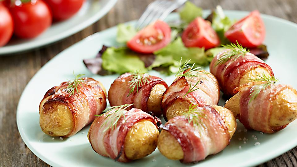 Przepis na młode ziemniaki z grilla w boczku