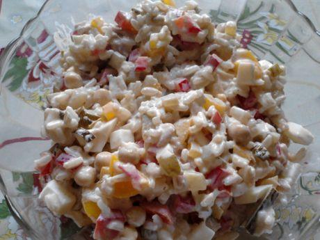 Przepis  sałatka z ryżem, jajkiem i tuńczykiem przepis