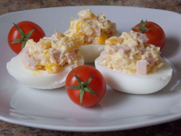 Przepis  jajka faszerowane szynką i serem przepis
