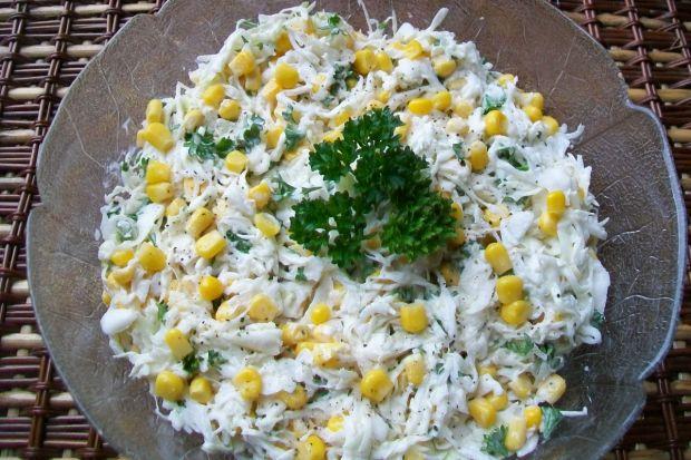 Przepis  surówka z białej kapusty z kukurydzą przepis