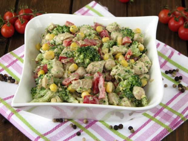 Przepis  sałatka z indykiem i brokułami przepis