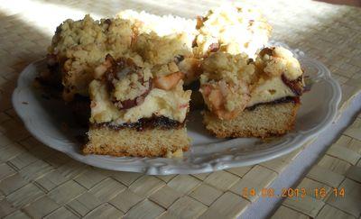 Kruche ciasto ze śliwkami i pianką