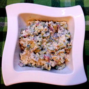 Sałatka z kurczakiem, ryżem, selerem i bazylią