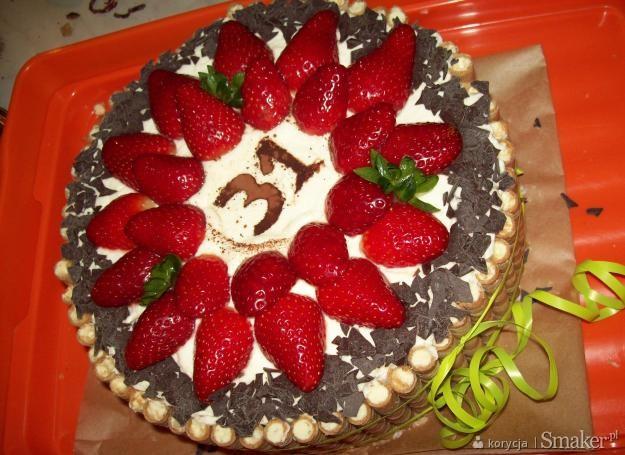 Przepyszny tort urodzinowy