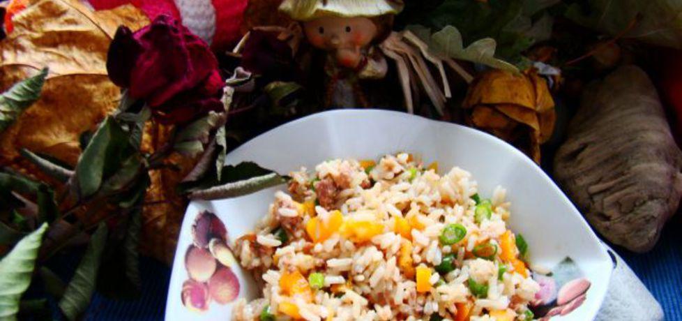 Sałatka ryżowa z tuńczykiem i warzywami (autor: iwa643 ...
