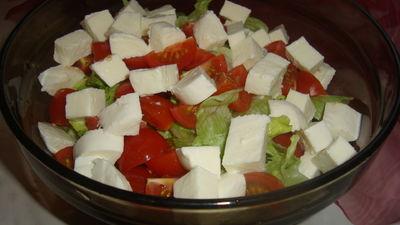 Lekka sałatka z mozzarellą