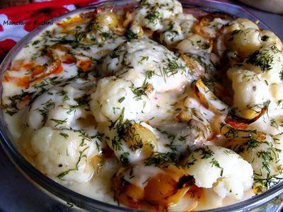 Zapiekanka z indyka z kalafiorem w sosie serowym