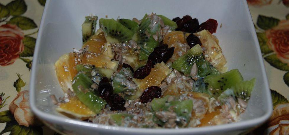 Sałatka owocowa z otrębami i słonecznikiem (autor: magula ...