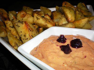 Ziemniaki pieczone w ziołach z dipem porzeczkowo