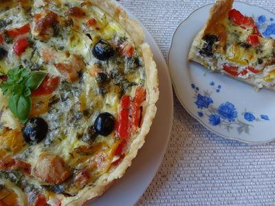 Aromatyczna tarta z indykiem i warzywami