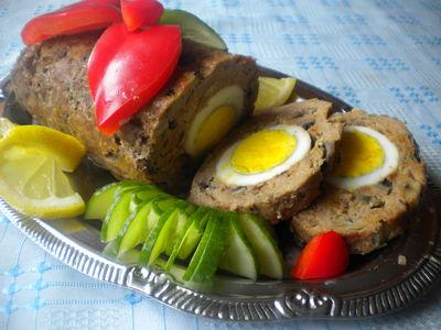 Pieczeń z jajkiem i pieczarkami