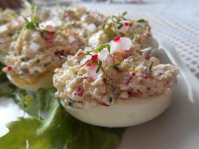Jajka faszerowane rzeżuchą i rzodkiewką