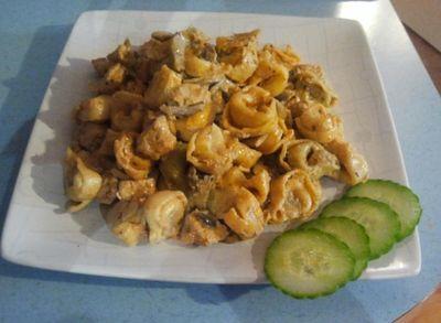 Tortellini z kurczakiem w sosie majonezowo