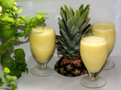 Śmietankowy koktajl z ananasa