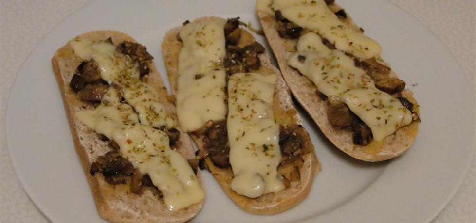 Zapiekanki z serem, pieczarkami i oregano (autor: treonina ...