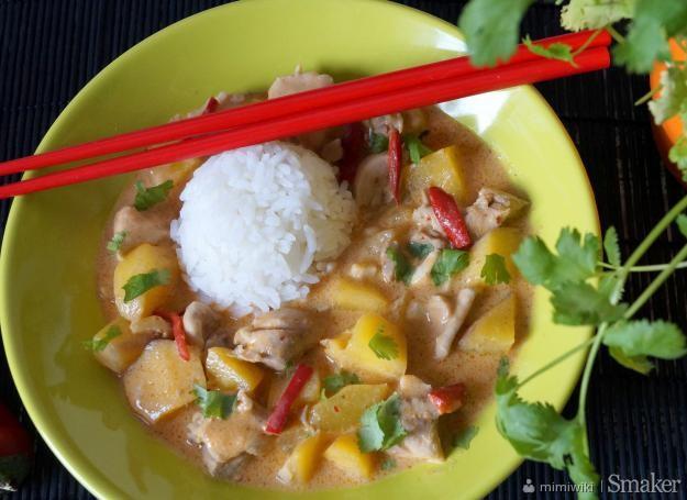 Czerwone curry z kurczaka i mango