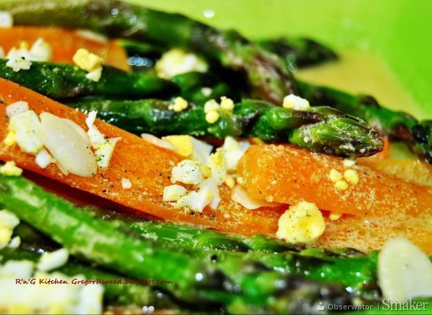 Marynowane zielone szparagi z marchewką