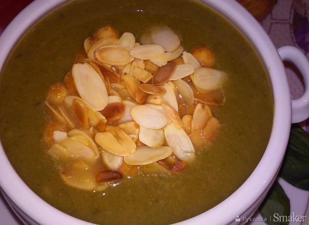 Zupa krem ze szpinaku i selera naciowego.