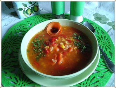 Zupa z soczewicą i kukurydzą