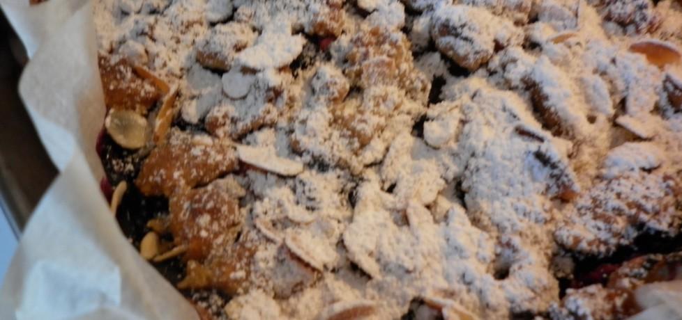 Podwójnie migdałowe kruche ciasto z prażonymi jabłkami i leśnymi ...