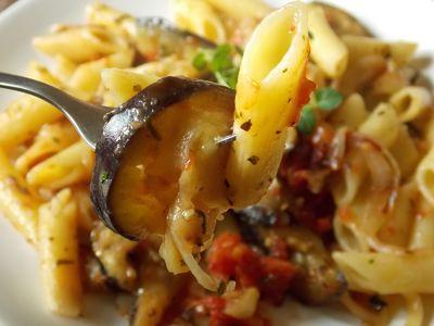 Bakłażan smażony z pomidorami do makaronu