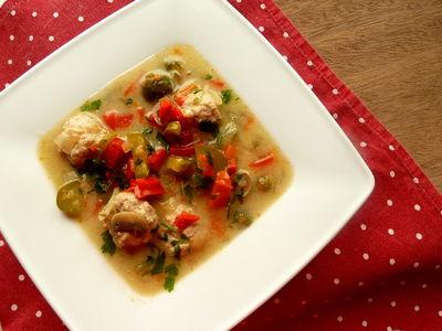 Klopsowa zupa z ogórkiem konserwowym i papryką