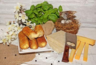 Krokiety z chleba tostowego z żółtym serem