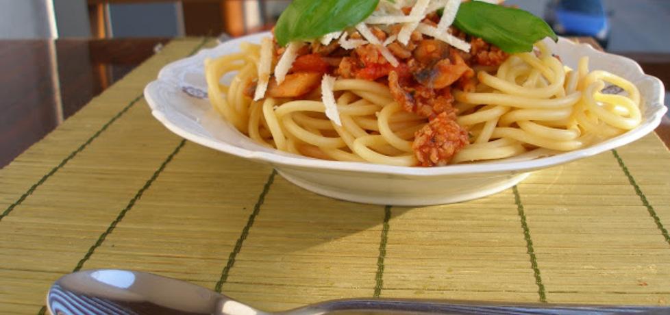 Bucatini z mięsem i pieczarkami (spaghetti z dziurką) (autor ...