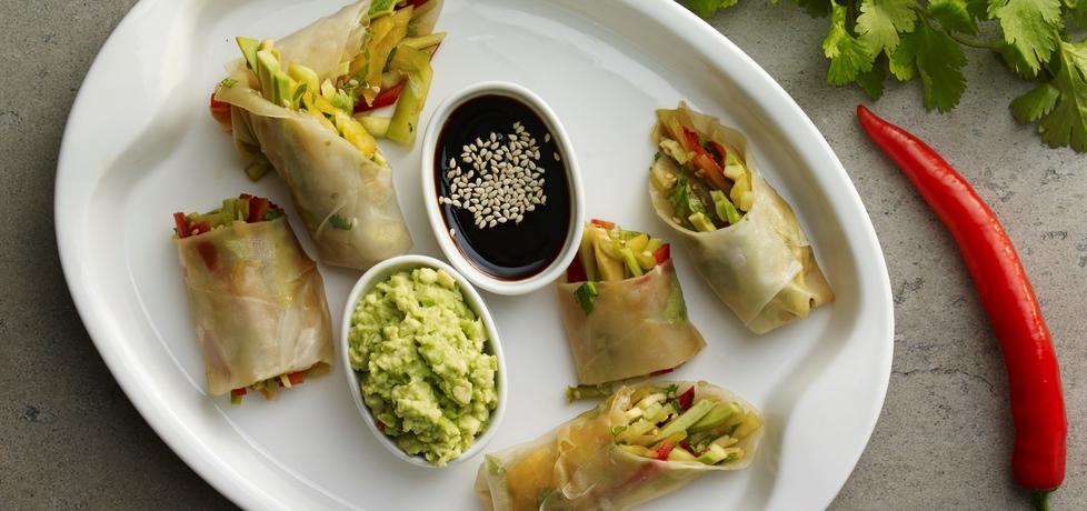 Na ostro: warzywne spring rollsy z pikantnym guacamole (autor ...