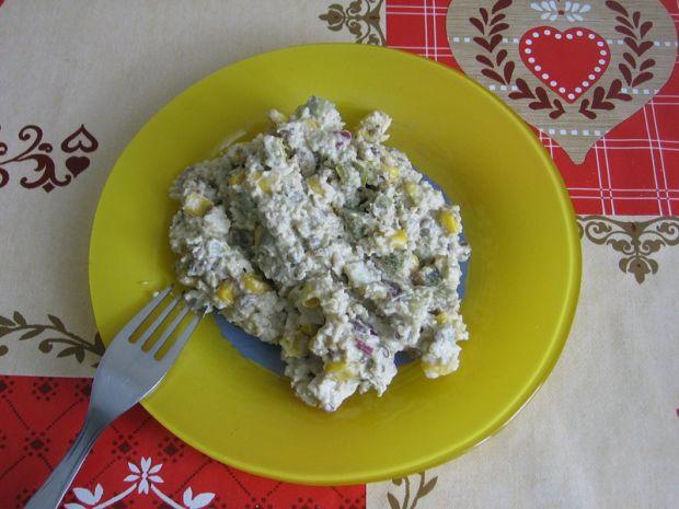 Przepis  sałatka z kuskusem i wędzoną makrelą przepis