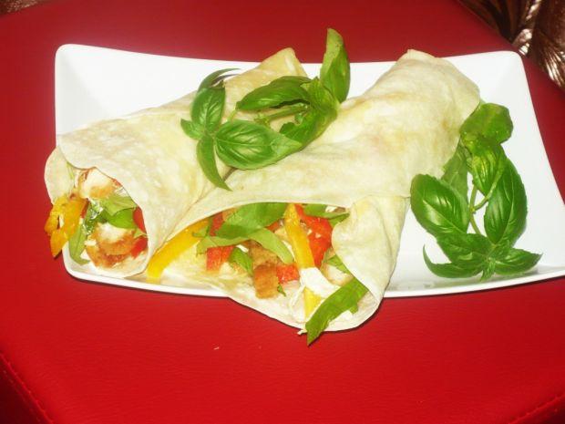 Przepis  tortilla z kurczakiem i warzywami przepis