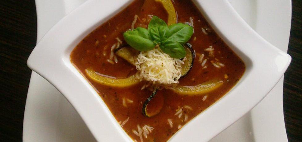 Toskańska zupa pomidorowa z bakłażanem, cukinią i papryką ...