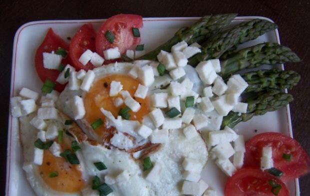 Przepis  szparagi, jaja od szczęśliwych kur i tof przepis