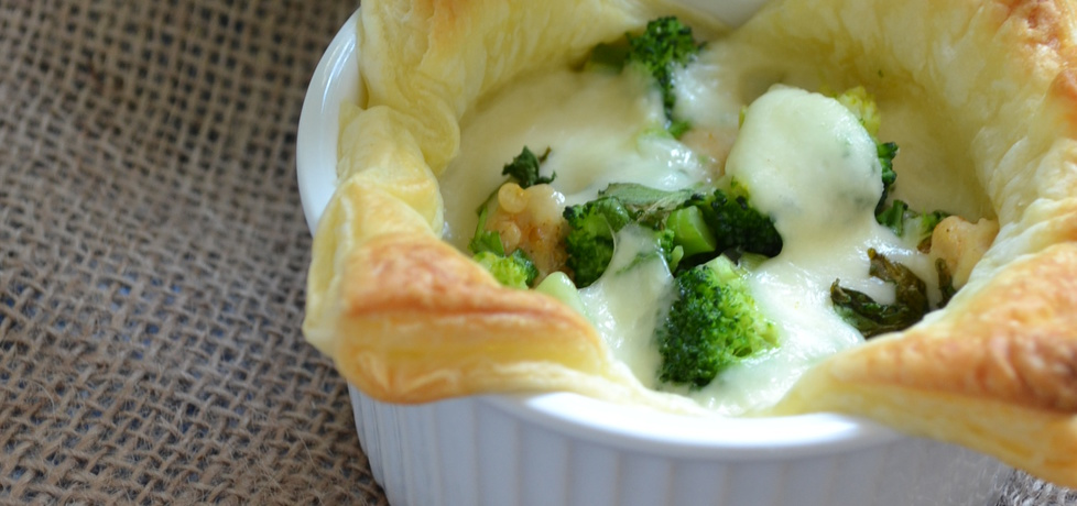 Ciasto francuskie z kurczakiem ,brokułem i mozzarellą (autor ...