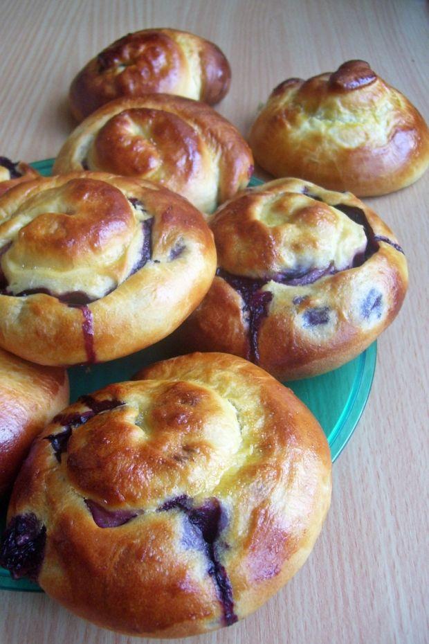 Drożdżówki z borówkami i serem  ciasta