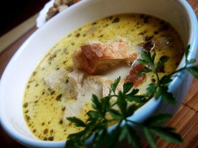 Zupa camembert z pieczarkami i grzankami