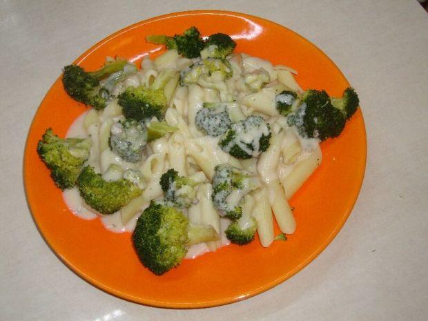 Przepis  makaron brokuły i sos serowy przepis