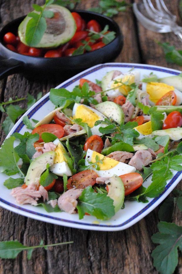 Przepis  sałatka z rukoli, tuńczyka i awokado przepis