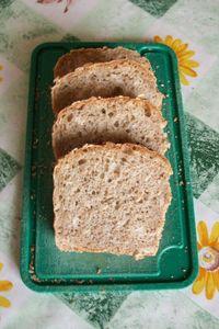 Ekologiczny chleb z ziarnami