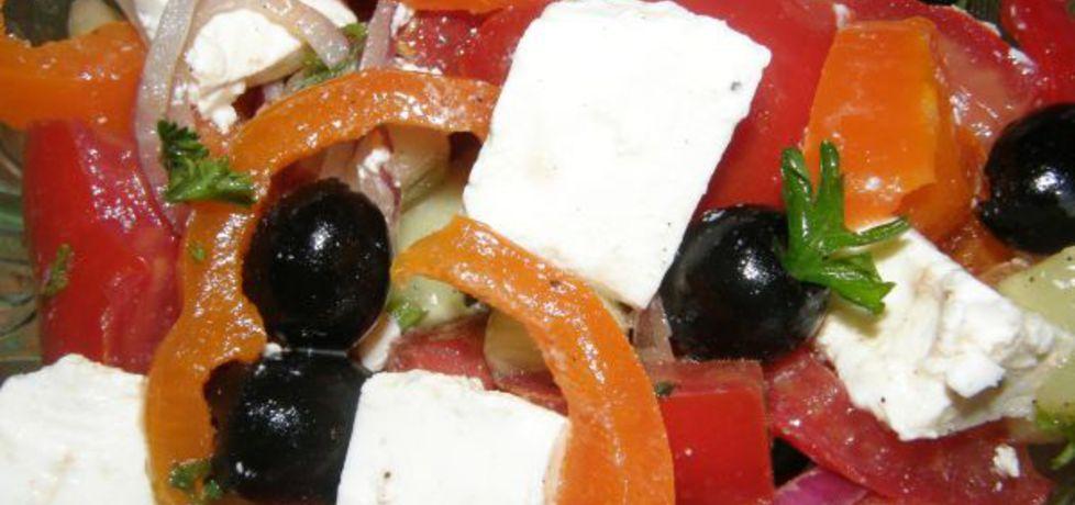 Sałatka grecka z serem feta i czarnymi oliwkami (autor: ewelina38 ...