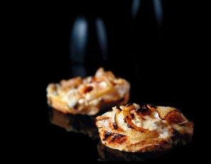 Chrupiące kanapki z gruszką i roquefortem