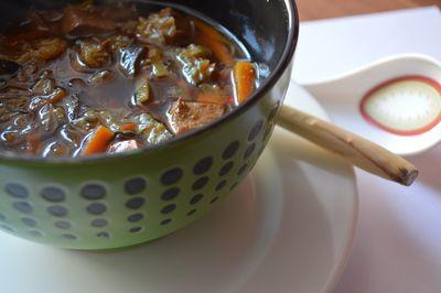 Rosół chiński z imbirem i trawą cytrynową