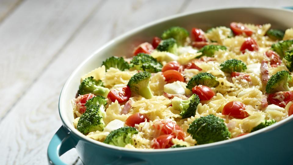 Zapiekanka Makaronowa Z Warzywami I Mozzarellą Przepis