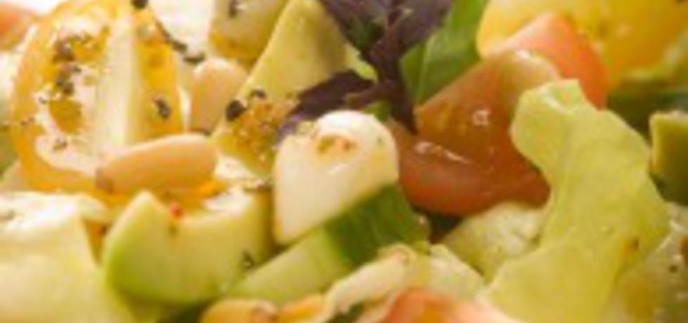 Sałatka z awokado z pomidorami koktajlowymi i mozzarellą (autor ...