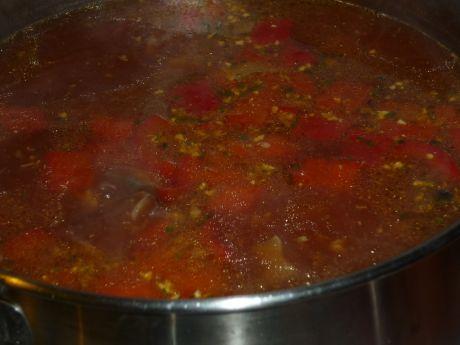Przepis  zupa gulaszowa z pieczarkami i papryką przepis