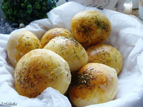 Przepis  ziołowe bułeczki z serem feta przepis