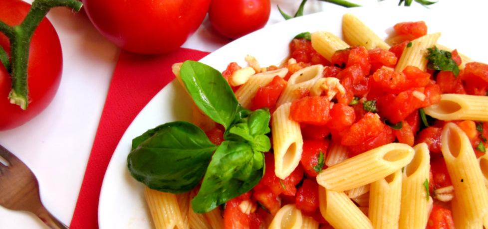 Makaron penne ze świeżymi pomidorami i bazylią /crudaiola/ (autor ...