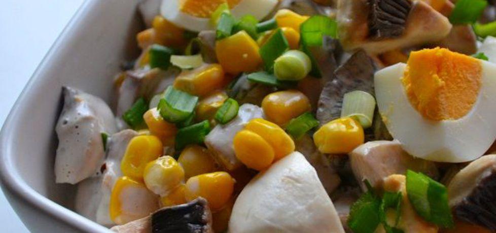 Sałatka z pieczarek z jajkiem, kukurydzą i szczypiorkiem (autor ...