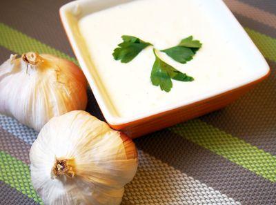Dietetyczny sos czosnkowy