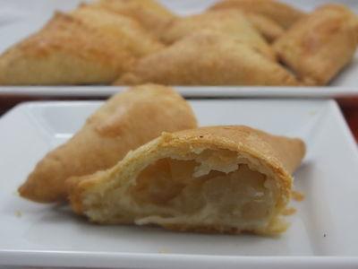 Trójkąty z ricotty z serem i gruszkami